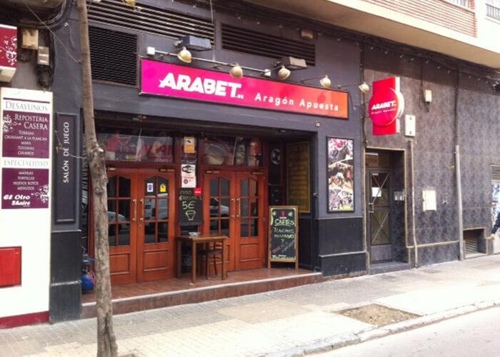Lucky, Locales Arabet