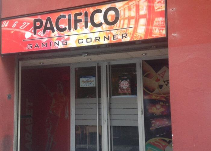 Salon Pacifico, Locales Arabet